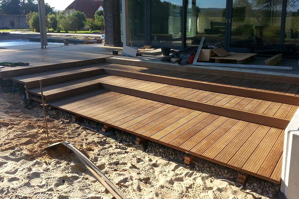 Holzdeck im Bau