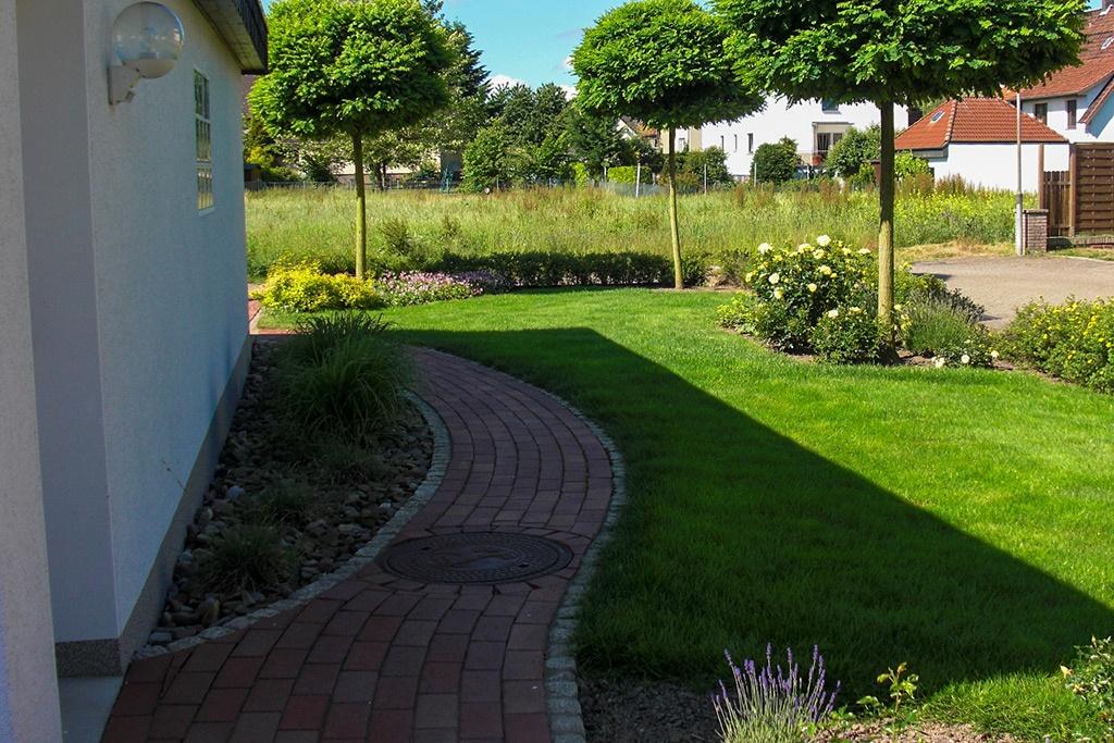 Wege Rasen Pflanzenpflege